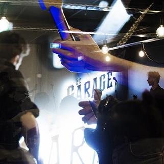 Profitez de l'ambiance unique d'un concert live sur la scène du bar cave Le Garage à Angers