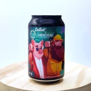 """Bière Canette """"Jakarta Trip"""" de la brasserie The Piggy Brewing. Née de la collaboration entre Piggy Brewing et Bièrothèque, cette Pastry Stout épaisse et généreuse a été amoureusement brassée avec de la banane et du cacao. Il en résulte une bière très gourmande qu'on a plaisir à partager, comme une pâtisserie en fin de repas, un régal !"""